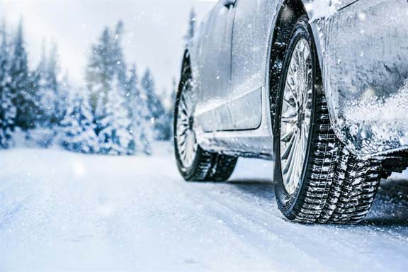 Zadbaj o bezpieczeństwo wymieniając opony na zimowe